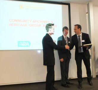 Dr Nick Barratt presents the winning award