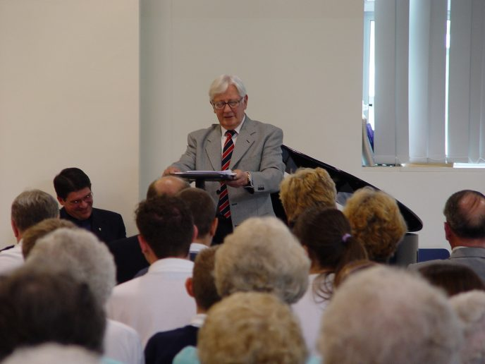 WAM (Bert) Jones, CBE, addresses the audience on behalf of the Ogmore Valley Local History & Heritage Society.
