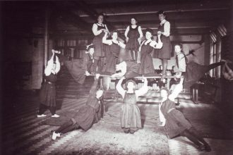 A gym lesson in 1905