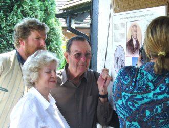Adam Moore (in costume), Judy Elkington and Richard Erlam unveiling the Elkington plaque, Stretton on Dunsmore, June 2006 | Anne Langley